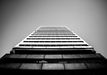 Life-of-Pix-free-stock-building-blackandwhite-light-MAXIMENUGUES